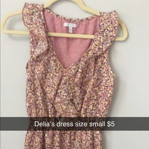 Sleeveless dress with ruffles and small flowers